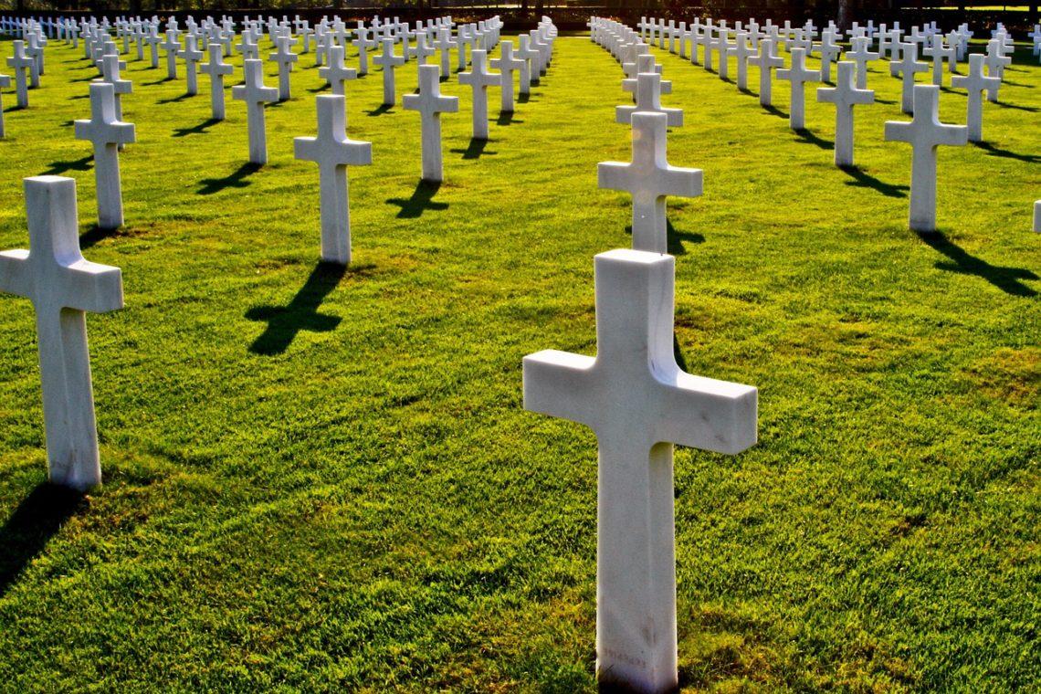 Si les cimetières rappellent la brièveté de la vie, mais la résurrection de Christ nous assure la brièveté de la mort